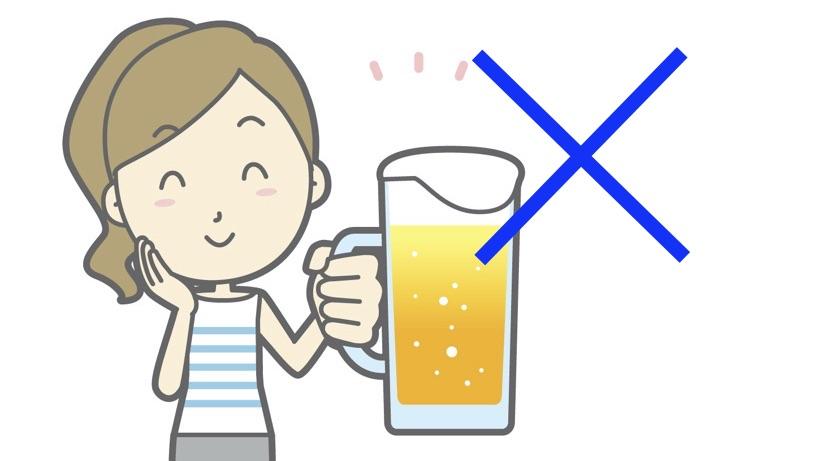 お酒を持っている女性に駄目と表現したイラスト